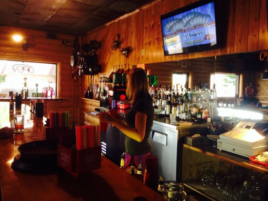 Chauncey's Pub: Spacious...enough elbow room for all!