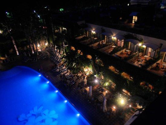 Caesar Palace Hotel Taormina: piscine la nuit