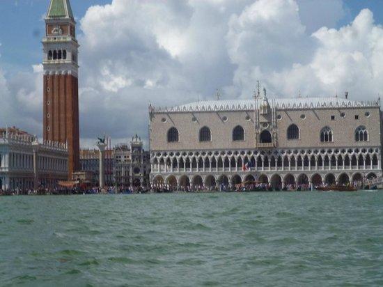 Ponte di Rialto : Bell tower in Venice