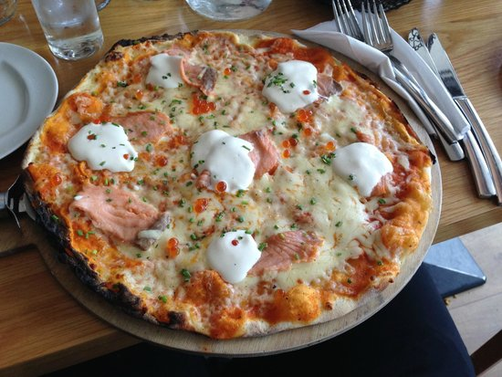 The Kitchen Brasserie : pizza con salmone e formaggio