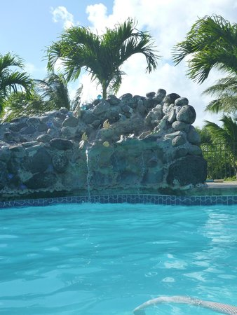 Maui Ocean Breezes: Pool fountain