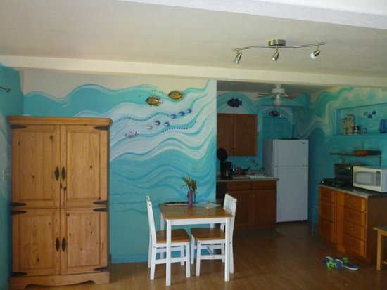 Maui Ocean Breezes: Kitchen and eating area in studio apt