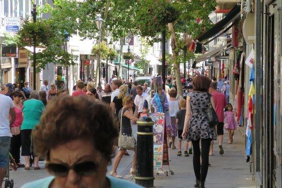 Ohtels Campo de Gibraltar: main street gib