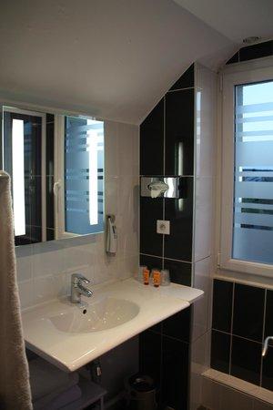Ibis Styles Blois Centre Gare : Salle de bain