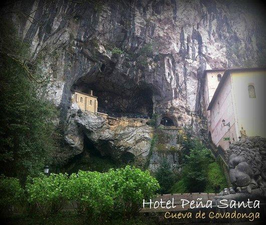 Hotel Peña Santa: La Cueva de la Santina, a sólo 15 km del hotel