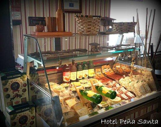 Hotel - Apartamentos Peña Santa: Tienda de productos asturianos