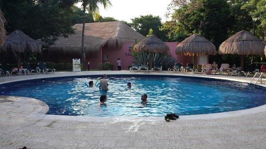 Hotel Riu Lupita : Alberca de descanso