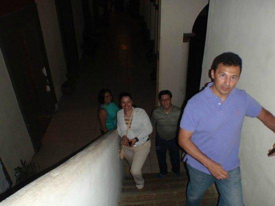 Puerta Vieja Hostel: subiendo hacia la habitación