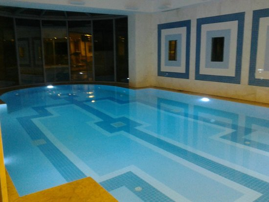 Holiday Inn Athens Attica Avenue Airport West: piscina