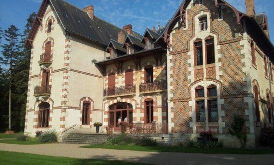 Thiel-sur-Acolin, France : Château de la pierre