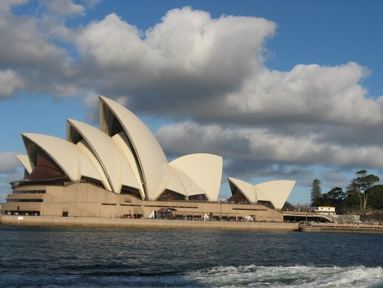 Weg vom Opernhaus zum Botanischen Garten: l'Opéra vu du ferry dans le port