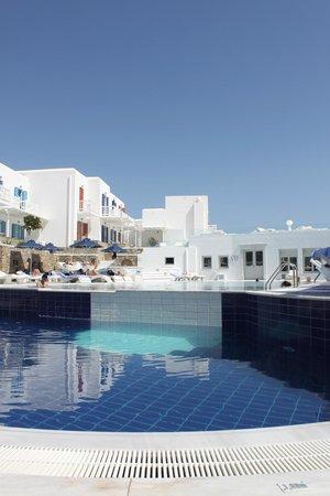 Petasos Beach Resort & Spa: lovely tiered pool