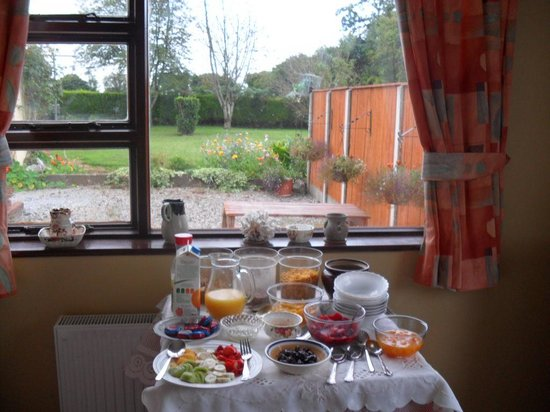 Hillcrest Country Home : breakfast buffet
