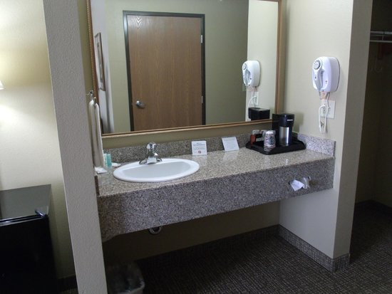Comfort Inn Emporia: In-Room Vanity
