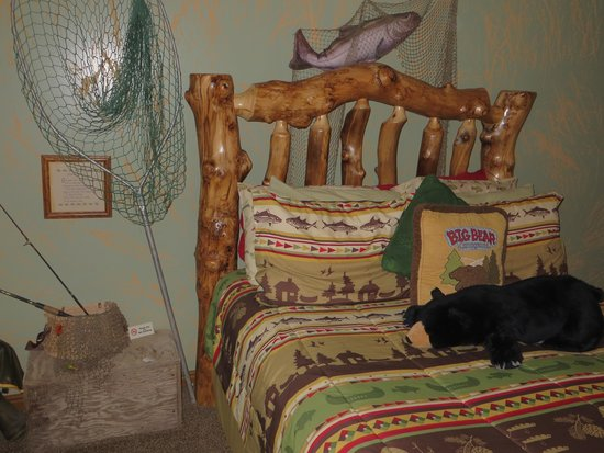 Cowboy Country Inn: a beautiful bed
