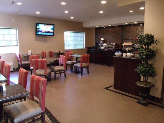 Comfort Inn Emporia: Breakfast room