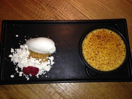 Kjallarinn: Crème brûlée and icecream