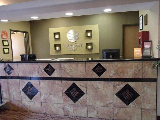 Comfort Inn Emporia: Front Desk