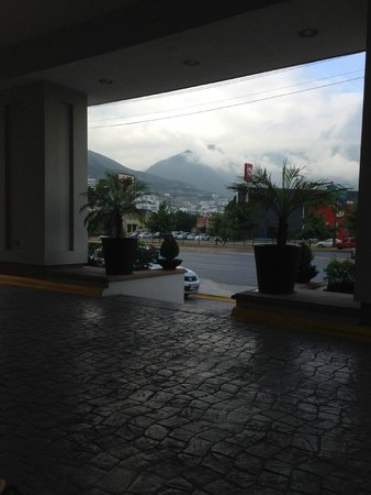 Holiday Inn Monterrey Valle : View from front of hotel
