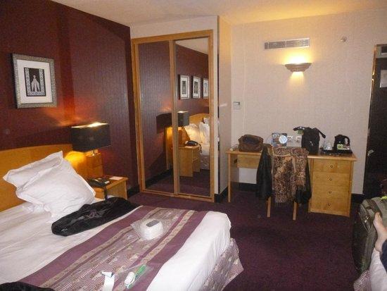 Hotel Les Jardins du Marais: Mater bedroom