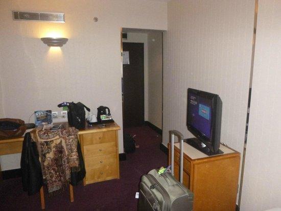 Hotel Les Jardins du Marais: Master bedroom