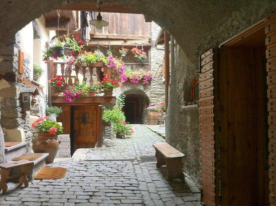Hotel Beau Sejour: angolo fiorito