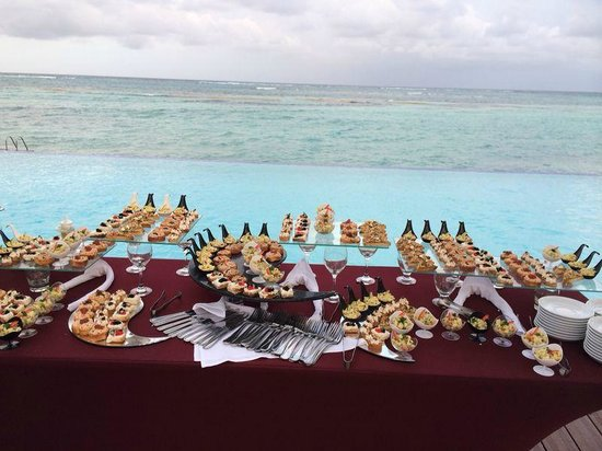 Club Med Punta Cana : Apetizers en la piscina de Tridente