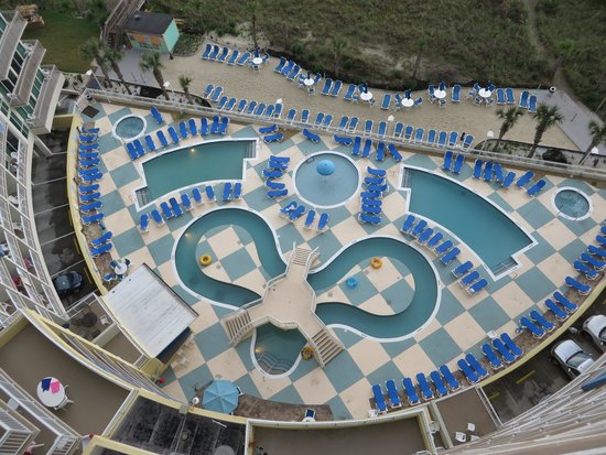 Avista Resort: Limited pool options for capacity crowd.