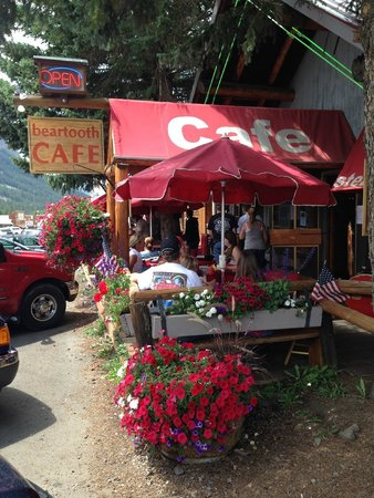 Beartooth Cafe: Outdoor seating