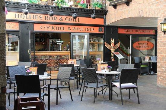 Hallies: Courtyard
