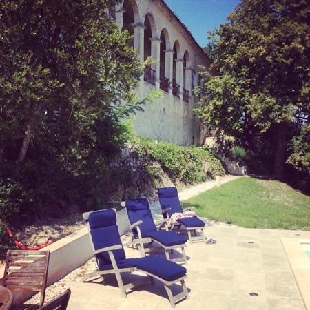 Manoir le Bigourda: Relax by the pool.