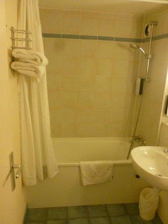Campanile Haguenau: Salle de bain, non rénovée