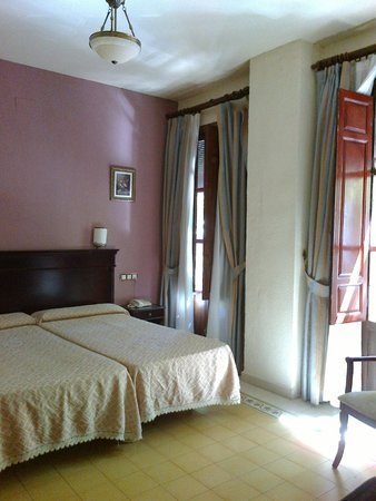 Espana Hotel : light, large, airy room