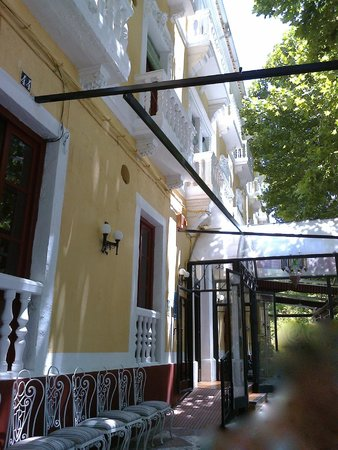 Espana Hotel : lovely  lunch /breakfast terrace.