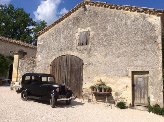 Manoir le Bigourda: This car was originally bought by the owner's great grandfather.