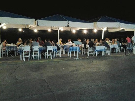 Gytheio, Greece: Guests enjoying the fantastic food, the hospitality and the good service