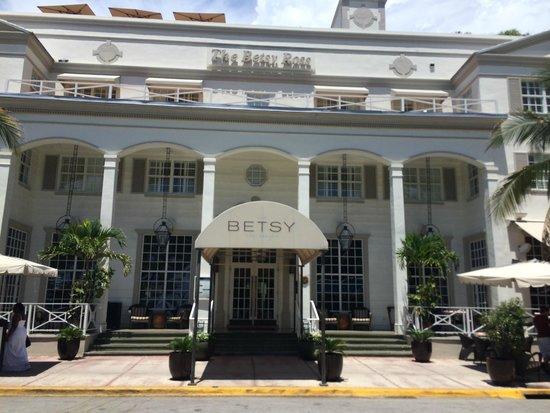 The Betsy - South Beach: The main entrance