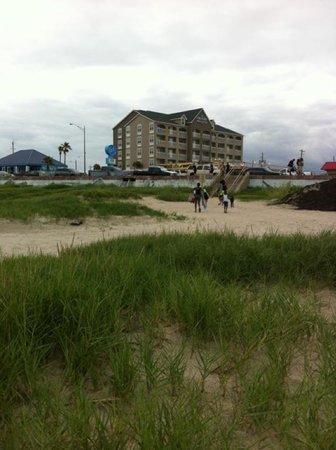 Country Inn & Suites By Carlson, Galveston Beach: hotel from beach
