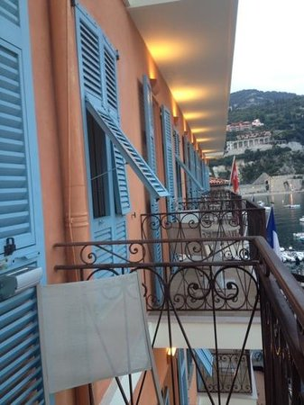 Balcony picture of welcome hotel villefranche sur mer for Hotels with balconies