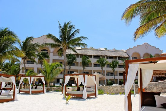 Excellence Riviera Cancun: view of building 8 from beach