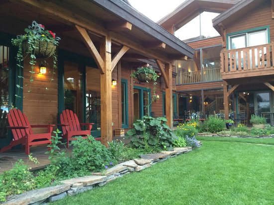The Alpine House Lodge & Cottages : Gardens in early Aug