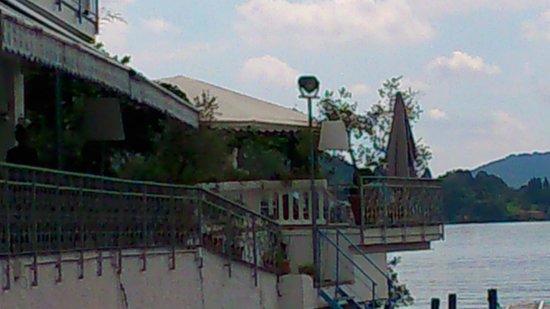 Hotel Ristorante Giardinetto: Vue de l'hôtel depuis sa plage