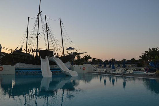 Kipriotis Village Resort: statek