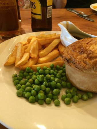 The Longshore: Steak and ale pie