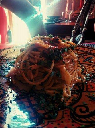 Rosso di Sera: spaghetti con colata di ricci