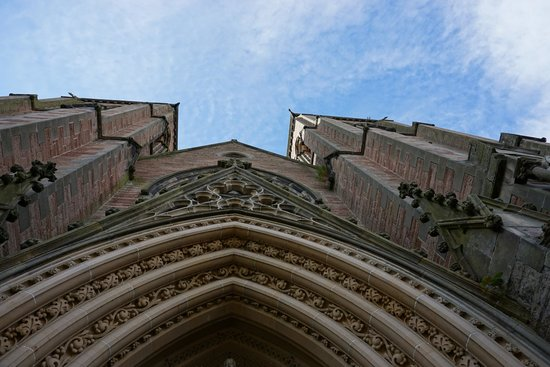 Inverness Cathedral : Looking up at the entrance to the Cathedral