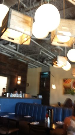Azul Latin Kitchen: Lighting and much of decor is upscale recycle