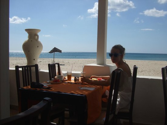 Club Eldorador Salammbo : déjeuner face à la mer