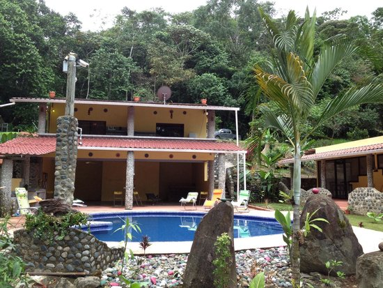 Cabinas 3 Rios: By the pool