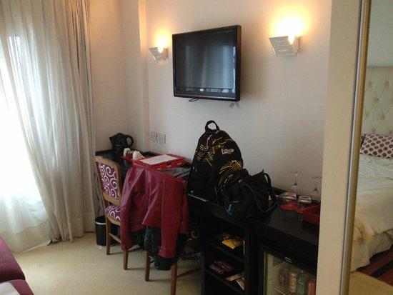 Be Hollywood! Boutique Hotel: habitacion con Tv Led fte a la cama